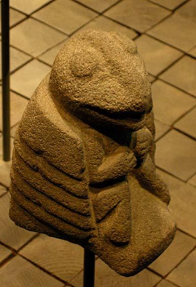 Berlin, Dahlem Museum, mezoamerikai béka-szobor