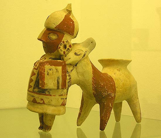Berlin, Dahlem Museum, Mesoamerican ceramics: lama with his master