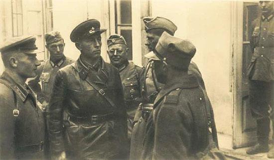 [Слика: brest-1939-german-soviet-fraternizing-07-550.jpg]