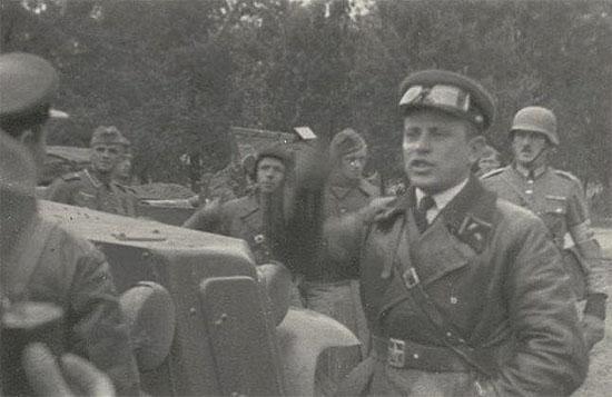 [Слика: brest-1939-german-soviet-fraternizing-09-550.jpg]