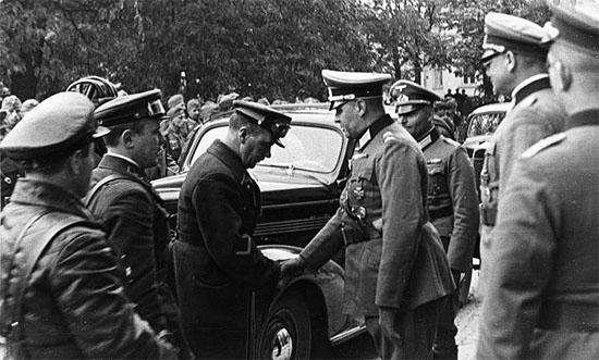 [Слика: brest-1939-german-soviet-fraternizing-11-550.jpg]