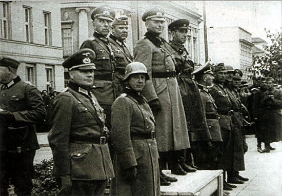 [Слика: brest-1939-german-soviet-parade-01-550.jpg]