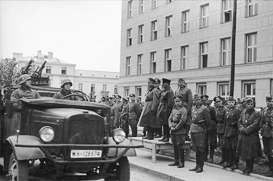 [Слика: brest-1939-german-soviet-parade-02-550.jpg]