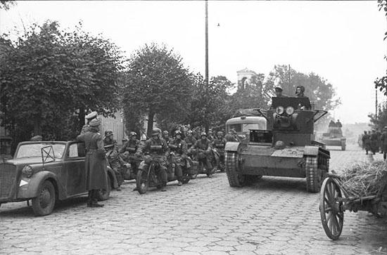 [Слика: brest-1939-german-soviet-parade-06-550.jpg]