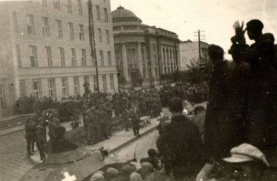 [Слика: brest-1939-german-soviet-parade-09-550.jpg]