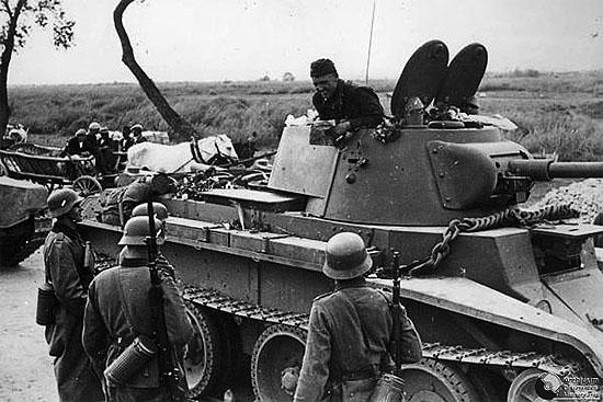 [Слика: brest-1939-german-soviet-tankists-frater...01-550.jpg]