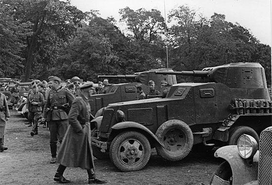 [Слика: brest-1939-german-soviet-tankists-frater...06-550.jpg]