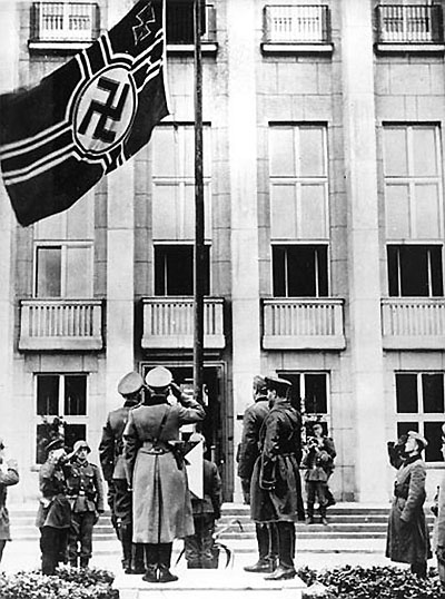 [Слика: brest-1939-parade-german-flag-400.jpg]