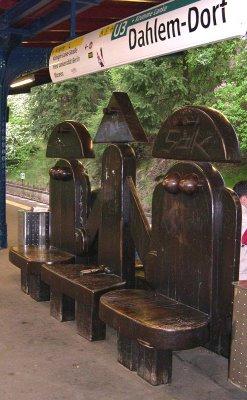 Berlin, Dahlem, metró (U-Bahn) állomása
