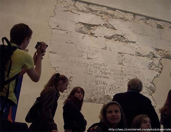 http://www.studiolum.com/wang/german/reichstag-russian-inscription-07k.jpg