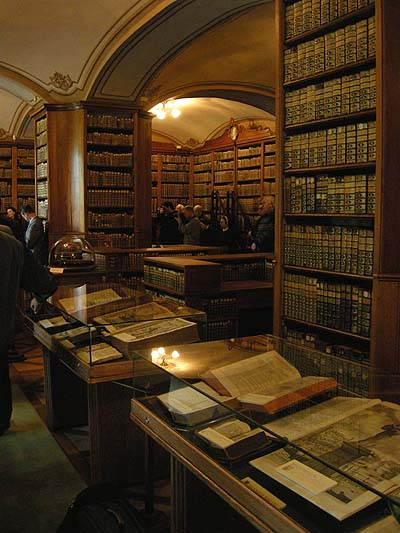 Biblioteca de la Catedral de Kalocsa, sala central, inauguracin de la exposicin