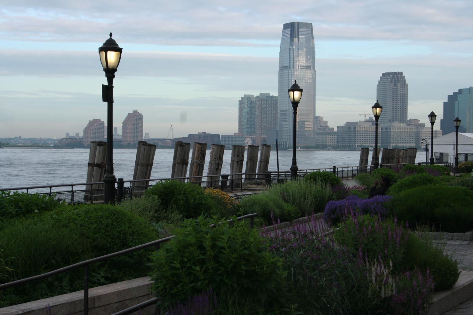 Poemas Del R O Wang The Battery Gardens