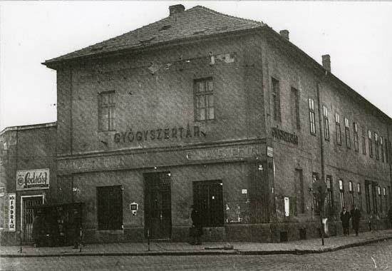 Budapest, Kőbánya, Arany Sas pharmacy around 1970