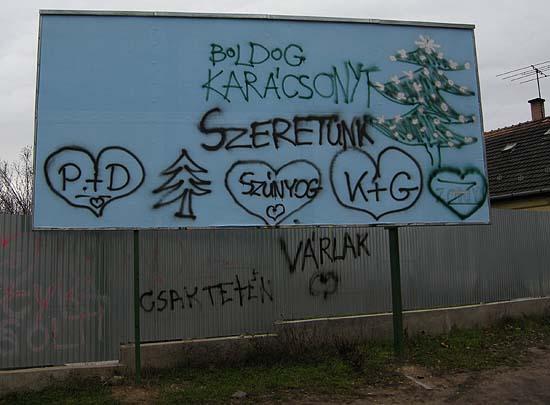 Kőbánya, hirdetőtábla a Maglódi úti börtönnel szemben 2008 karácsonyán