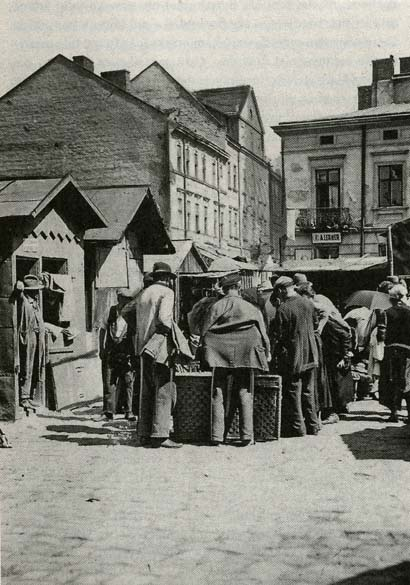 between shtetl and salon jewish women Demonstrably, jewish life in the shtetl between world wars i and ii was culturally and economically more developed than ever before the shtetl enjoyed more democracy and community control.