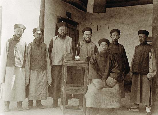 Photo of Aurél Stein on the Silk Road: Pan Zhen with attendants