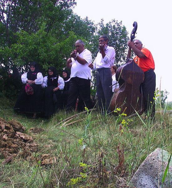 Temetés cigányzenészekkel, Szék (Sic), Erdély